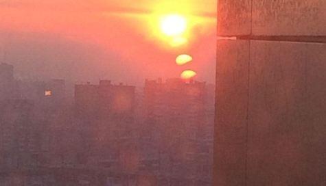 «Восходит несколько светил»: красноярцев восхитил необычный рассвет