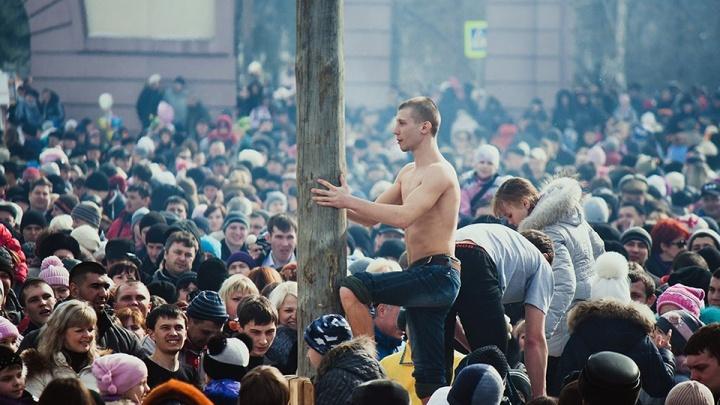 Залезть на столб и выиграть телевизор: челябинцев зовут на театральную Масленицу в парк Гагарина