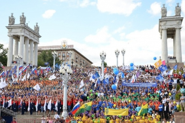 На парад вышли студенты всех университетов, академий и колледжей города