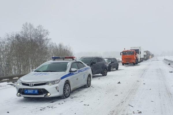 Водители не справились с управлением из-за снегопада