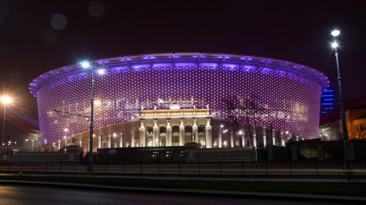 Рекламные щиты в центре Екатеринбурга на два месяца закроют белым полотном —ради ЧМ-2018