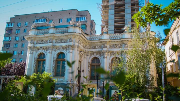 Контрасты старого и нового Ростова: фоторепортаж о том, как соседствуют здания разных эпох