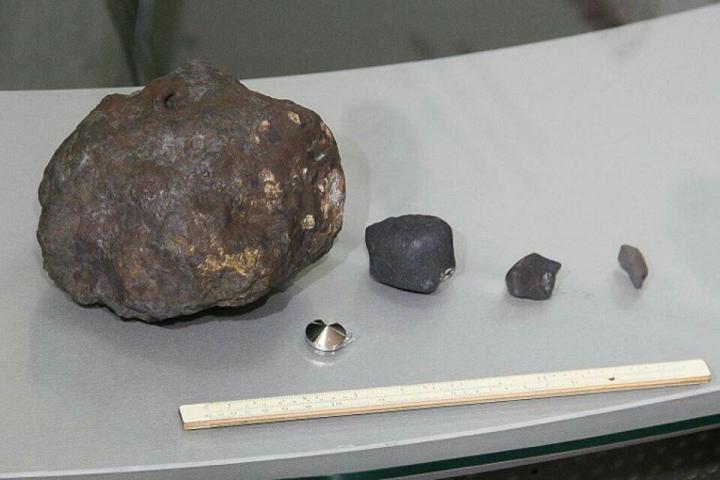 Продавец уверяет, что этот фрагмент метеорита один из самых крупных
