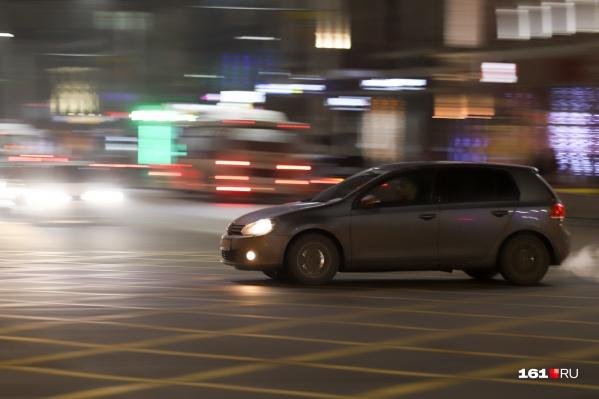 Автомобили для перевозки депутатов должны быть с кондиционером, обогревом и подушкой безопасности