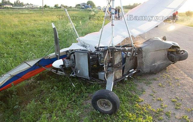 В Ярославской области мотоциклист головой врезался в дельтаплан: погиб человек