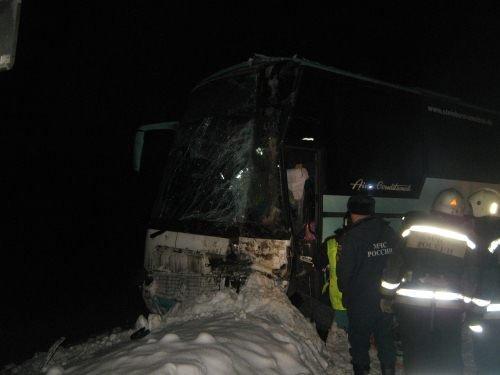 В Нижегородской области перевернулся автобус: пострадало 20 человек