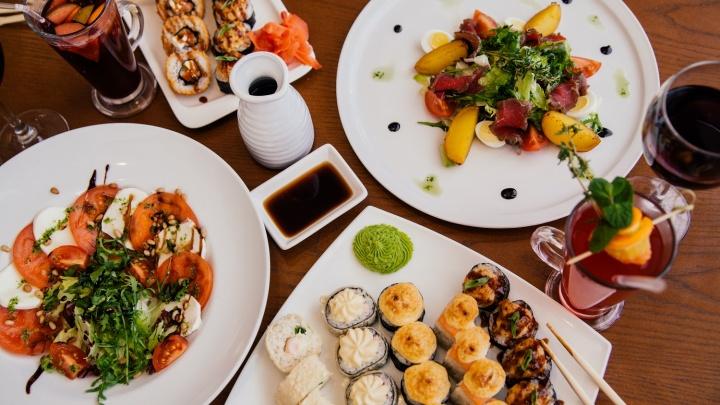 Щедрое лето в «Своей компании»: мягкие рестораны дарят бонусы и роллы