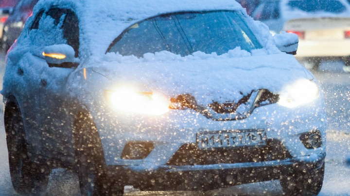 Из-за сильного снегопада перекрыли движение на трассе М-4 «Дон» в Ростовской области