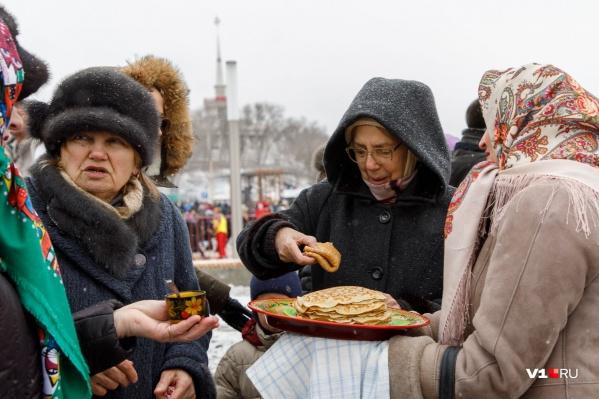 Волгоградцы отметят праздник экскурсией на электричке и боями на мешках