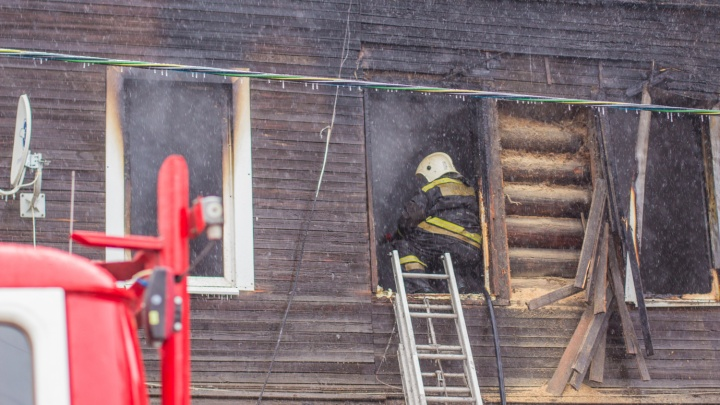 В Самарской области на пожаре погибли женщина и мужчина, пострадали двое детей