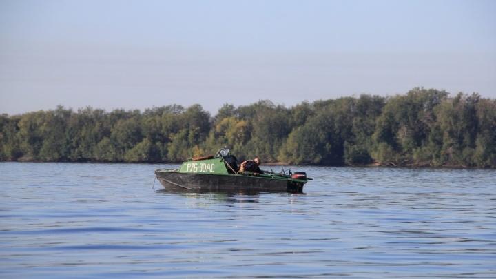 «По реке кругами ходила резиновая лодка»: специалисты МЧС на своей рыбалке спасли тонущего незнакомца