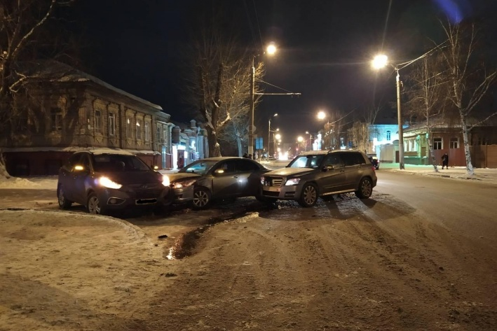 Один из водителей в аварии получил травмы