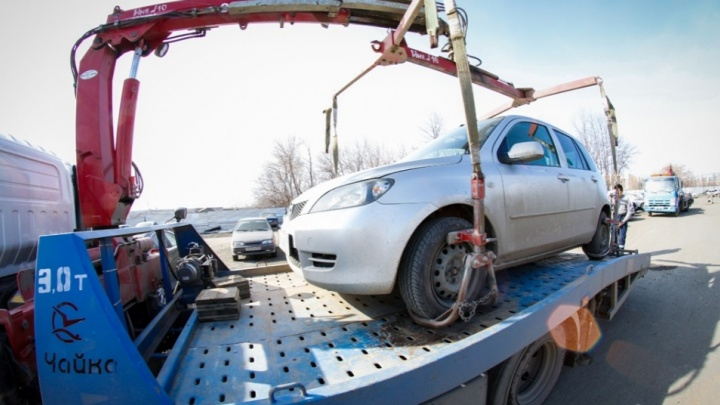 Волгоградец сбил и покалечил пристава в попытке спасти свой Mercedes