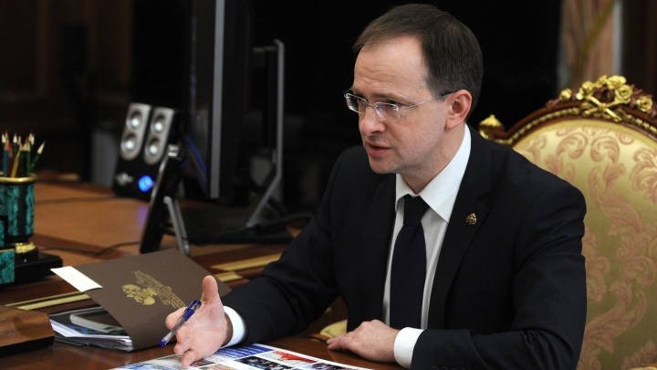 Глава Минкульта Мединский и режиссер Михалков 1,5 часа читали лекцию об Украине в «Сима-ленде»