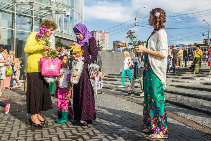 Флешмоб возле ТРЦ «Галерея Новосибирск»