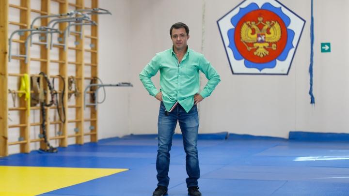 «Рекорд не побит»: легчайший чемпион из Волгограда рассказал о битве с турками и политике в спорте