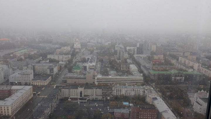 ГИБДД предупредила екатеринбуржцев о всплеске аварий на дорогах из-за снега