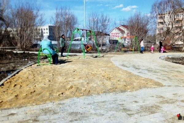 С приходом тепла в «обновлённый» парк потянулись местные жители