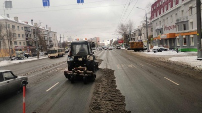 «Сплошное подметание» и замерзающие посёлки: в Челябинске выпал снег