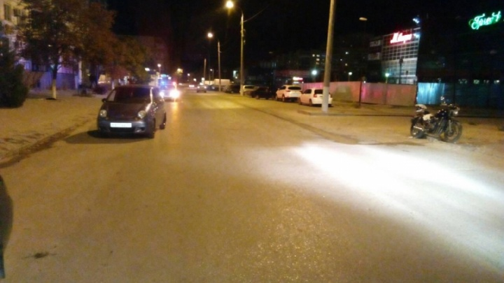 «Его заставляли ходить с разрывом мениска»: волгоградский байкер столкнулся с Daewoo Matiz