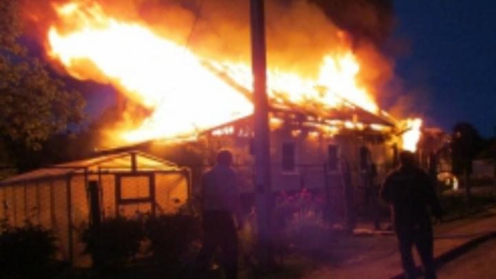 В ночном пожаре в частном доме погиб мужчина