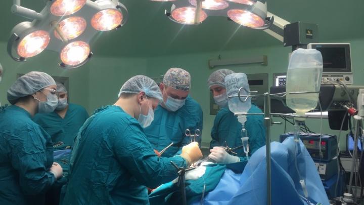 Тюменские офтальмологи спасли зрение двум пациентам, которым грозило удаление глазного яблока