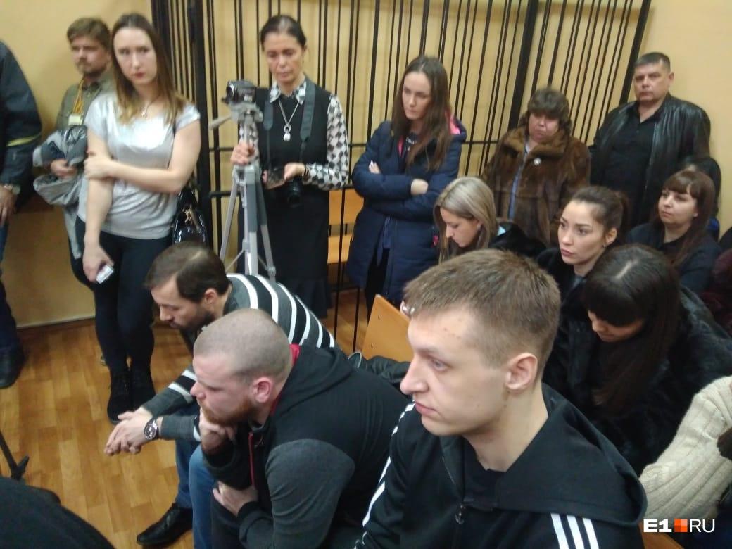 Слева направо в первом ряду: Анатолий Быков, Егор Ялунин, Дмитрий Панов