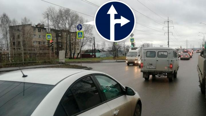 На одной из самых загруженных улиц Вторчермета запретили левый поворот, чтобы уменьшить пробки