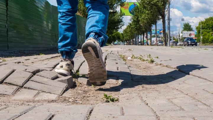 Нас тут бомбило: интуристам покажут главные улицы Новосибирска — они разрушены и забиты рекламой