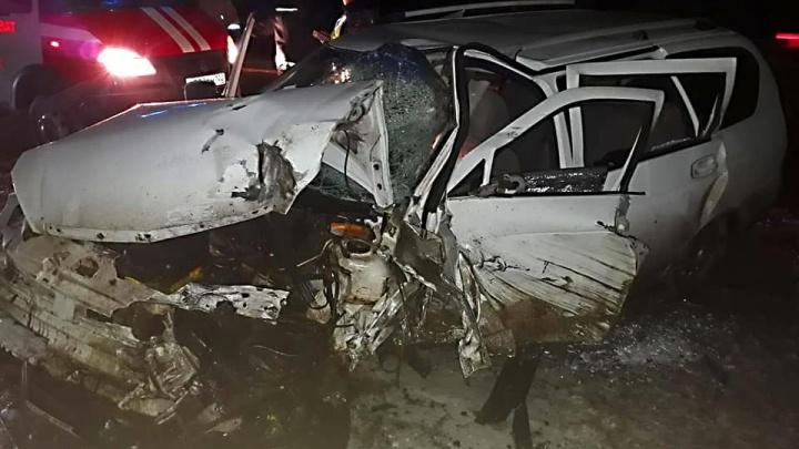 На трассе в Башкирии «Приора» протаранила встречный КАМАЗ: два человека попали в больницу