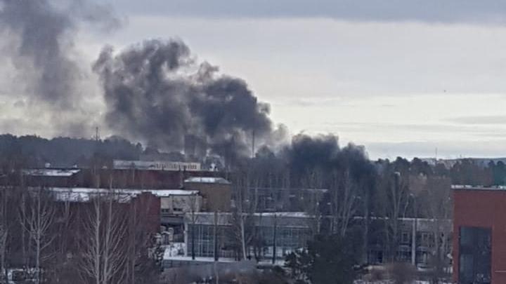 Дым видно издалека: на автобазе в Краснолесье полностью выгорел автобус