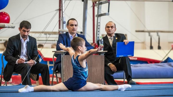 Назло рекордам: работники челябинских спортшкол получили смешные зарплаты после обещанного повышения