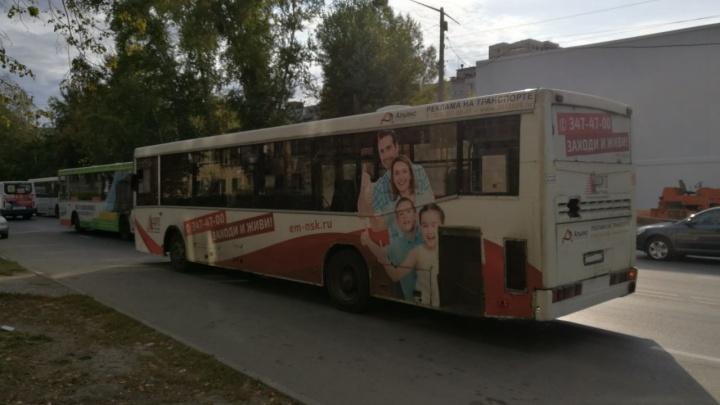 Три автобуса с пассажирами попали в аварию в Калининском районе