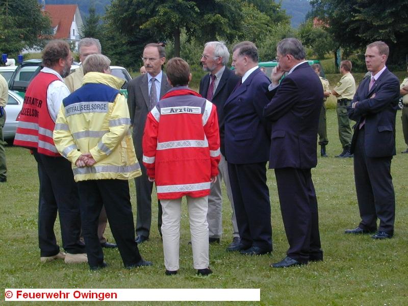 На место авиакатастрофы прибыли высшие должностные чины