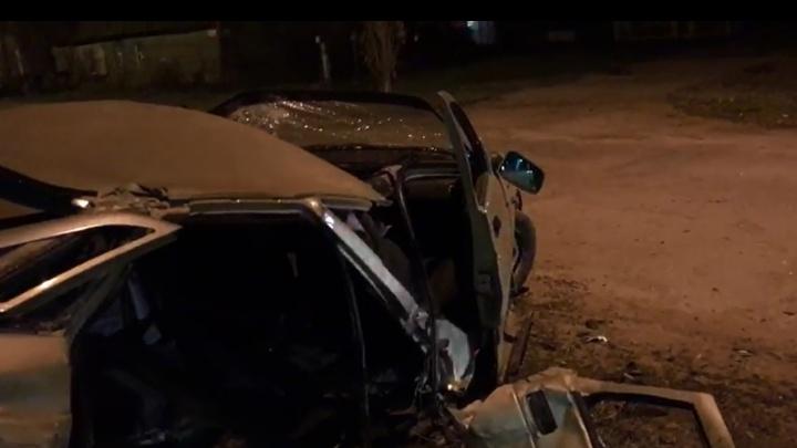 Просто чудо, что все живы: в Волгограде «Ладу» разорвало после ДТП