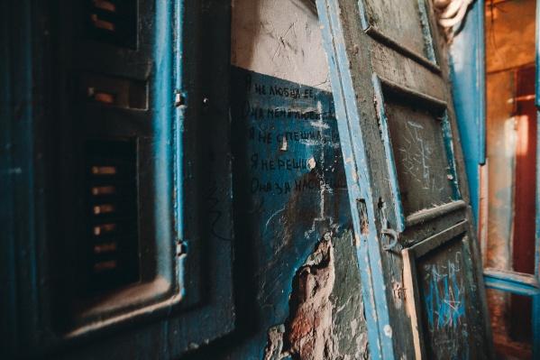Тюменцев серьезно беспокоит вопрос чистоты в своих подъездах, домах и дворах. Некоторые даже ведут борьбу за чистоту и порядок, но достичь успеха удается не всегда