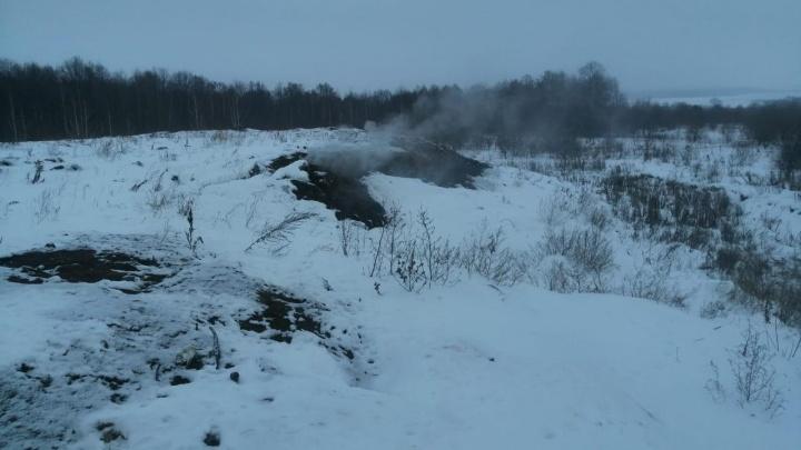 Под Уфой тлеет мусорный полигон, очевидец сообщил об угрозе возгорания