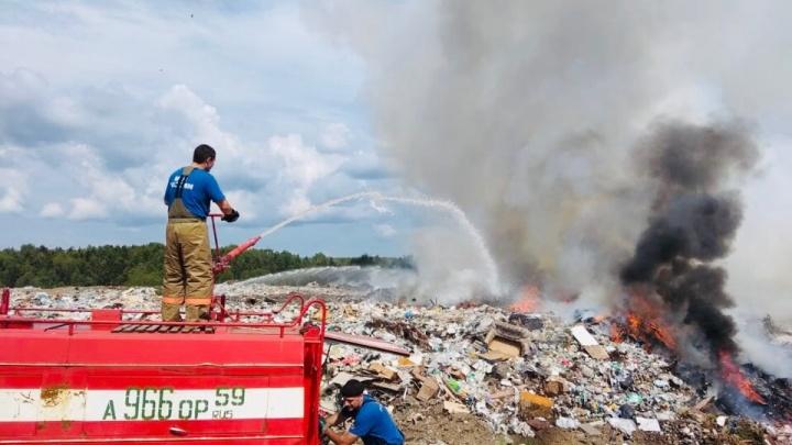 В Лысьве горит мусорный полигон — площадь пожара составляет полтора квадратных километра