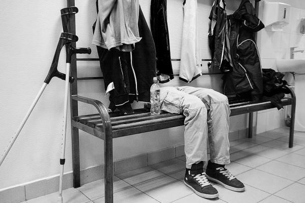 В раздевалке хозяина ждет не только одежда, но и протезы