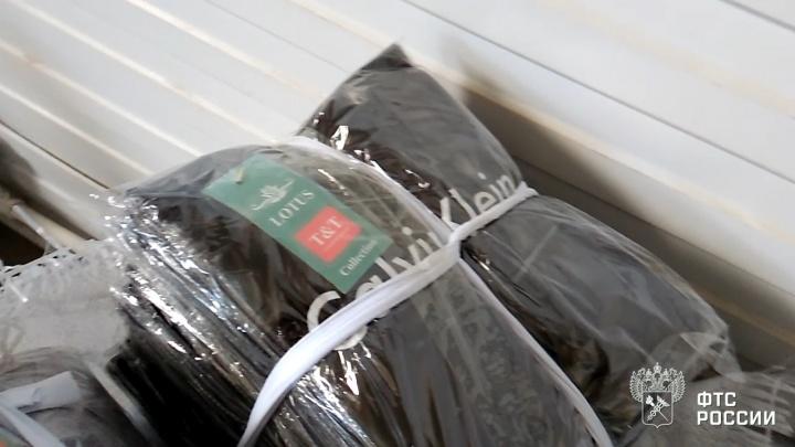 Calvin Klein из Киргизии: на Южном Урале задержали машину с 19 тоннами одежды известных брендов