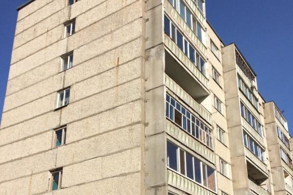 Отключение тепла в доме произошло из-за аварии — в тридцатиградусный мороз перемёрзли трубы на первом этаже восьмиэтажки