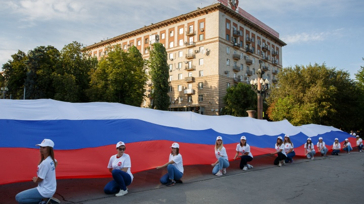 В Волгограде на День флага сыграет духовой оркестр и споют гимн России