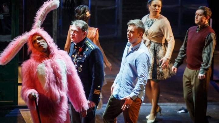 Просят трюфелей и билеты на «Ревизорро»: самые смешные запросы зрителей в Волковском театре