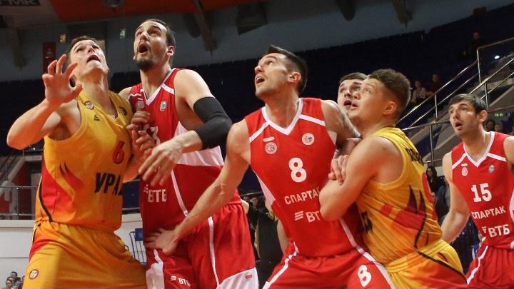 Баскетбольный «Урал» обыграл петербургский «Спартак» в важном матче за выход в плей-офф