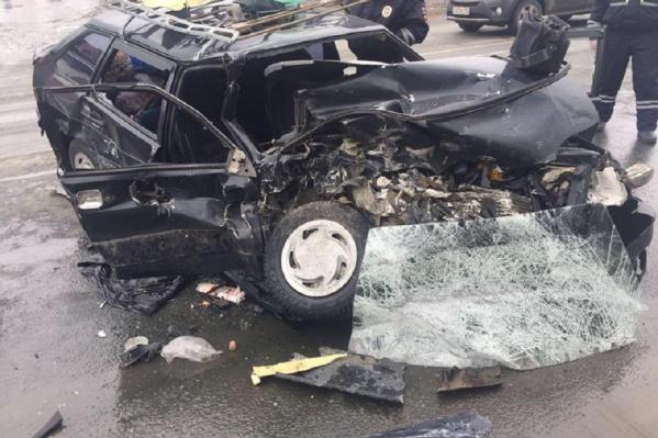 Водитель и пассажир машины погибли на месте происшествия