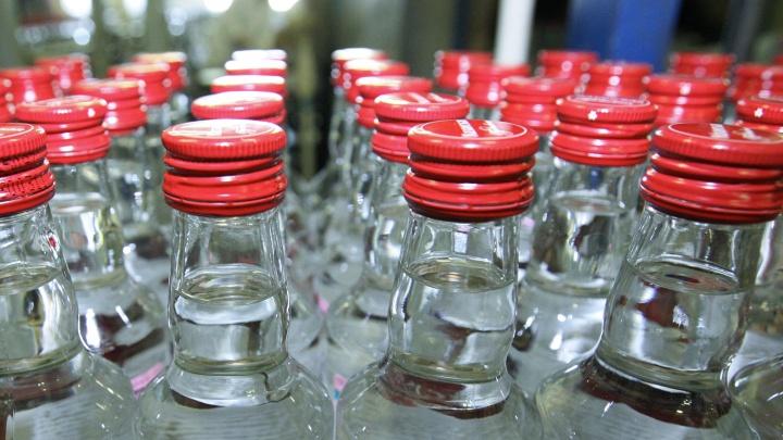 На Сибиряков-Гвардейцев нашли огромный склад водки и коньяка с ацетоном