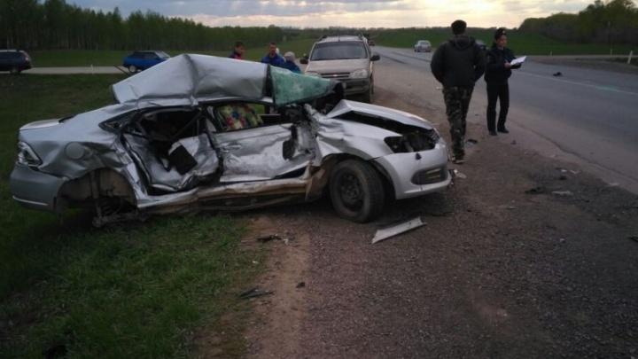 В Башкирии легковушка влетела в грузовик: погиб водитель