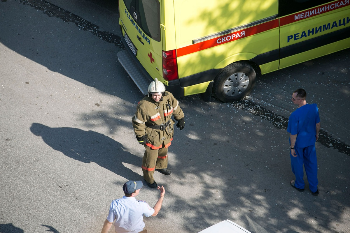 Пожарные работали на месте случившегося час