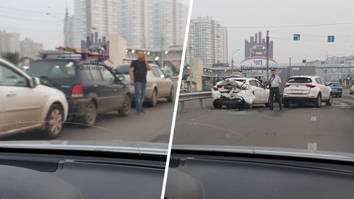 Лихач собрал у «Планеты» аварию из 6 машин. Видео