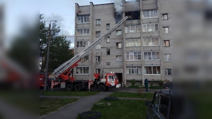 Ночью на Яграх горела квартира в пятиэтажном доме
